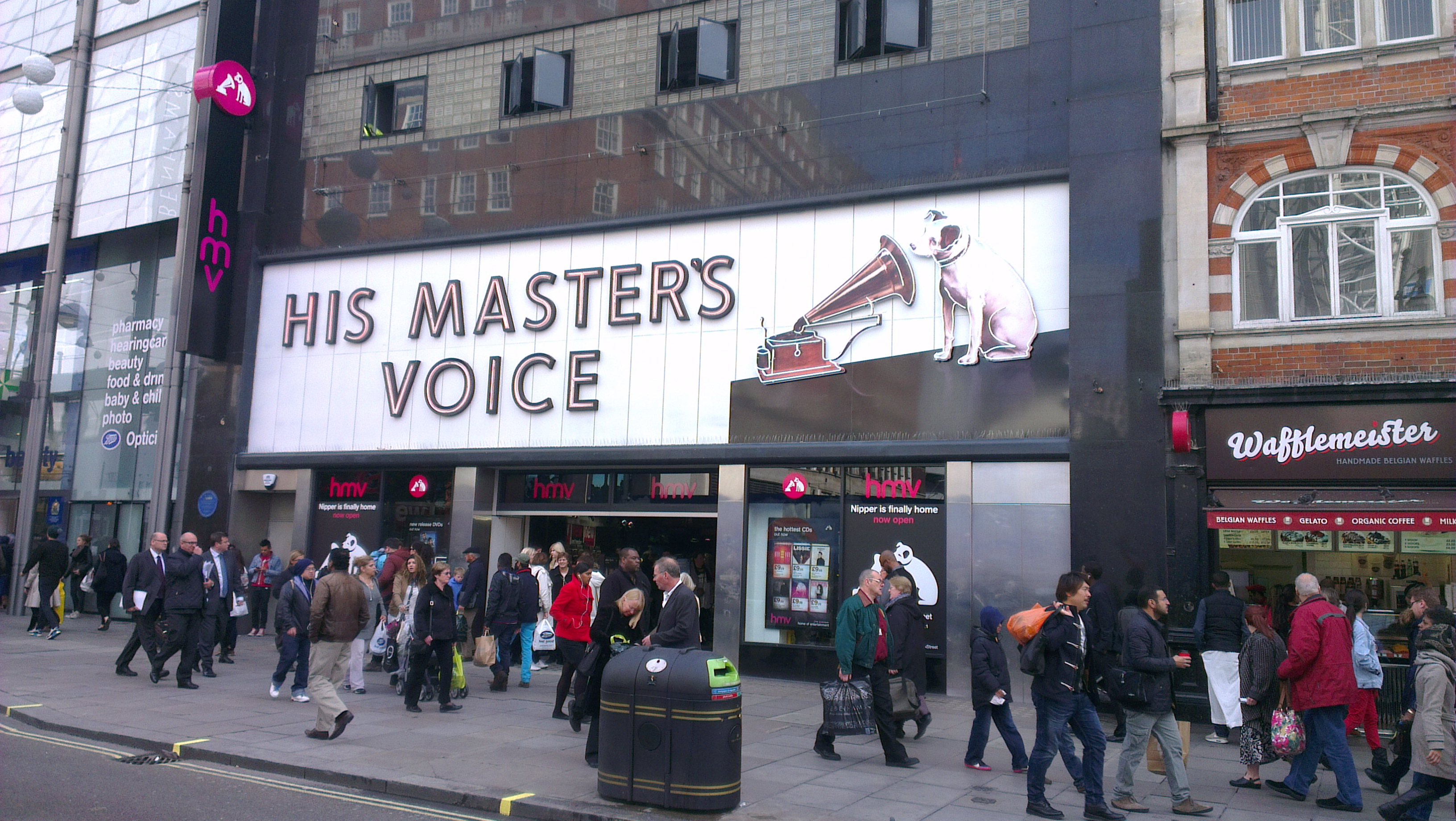 Dury out on new HMV in Oxford St